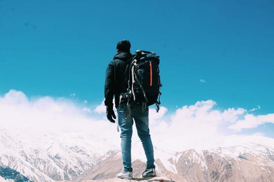 man-mountain-horizon